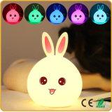 Des LED-Tisch-Lampen-Kaninchen-LED Nachtlampen Nachthelle Farben-ändernde Silikon-des Schlafzimmer-LED