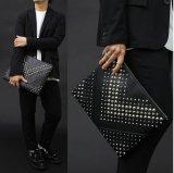 Bolso de embrague de cuero unisex de la PU del nuevo diseño con la decoración de los espárragos