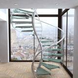 Escalera de caracol de madera con poste de acero inoxidable