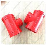 Tee estriadas pintadas de rojo tipo de reducción de la colocación del tubo en T