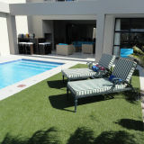 수영풀 측에 40mm 연약한 애처로운 인공적인 잔디밭