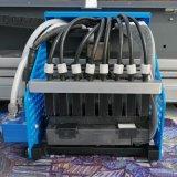 Stampatrice sulla macchina delle tazze per stampare gli autoadesivi del vinile