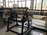 Gewölbtes Rohr, das Maschine herstellt