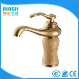 Misturador dourado da bacia do Faucet do banheiro da cor