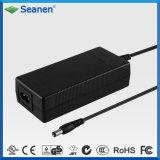 Kundenspezifischer 12V 5A Gleichstrom-Tischplattenschaltung Wechselstrom-Adapter