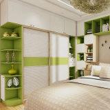 De Garderobe van het Kabinet van het Meubilair van /Cloakroom van de slaapkamer met de Kast van het Kabinet van de Voorraadkast