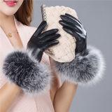 С помощью съемных Rex кролик мех Pompom кожаные перчатки с сенсорным экраном