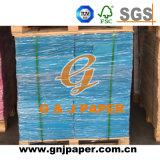 Différentes tailles de papier coloré dans la feuille de carte d'impression