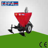Batata do equipamento da maquinaria de exploração agrícola que planta o plantador da máquina