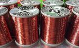真新しいクリームによってエナメルを塗られる銅の覆われたアルミニウムワイヤー