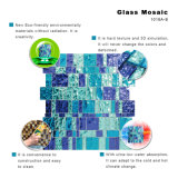 浴室の青い磨かれた水晶床タイルの光沢があるガラスモザイク