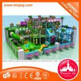 Fabrik-Preis-Kind, das Zonen-Labyrinth-Innenspielplatz mit Kugel-Pool spielt