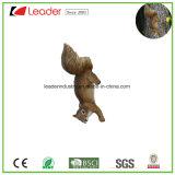 木および壁の装飾のための金属のホックが付いている新しいPolyresinのリスの置物