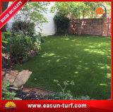 Aménagement de la pelouse synthétique d'herbe pour le jardin