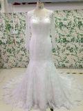 L'ajustement et l'épanouissement voient à travers la robe de mariage arrière avec la chemise de Tulle