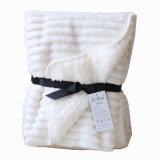 珊瑚の羊毛のギフト用の箱のパッキングの担保付きの短い羊毛の赤ん坊毛布