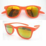 كلاسيكيّة نمو تصميم إمرأة نظّارات شمس مع يستقطب عدسة