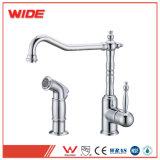 Weixiang Cupc genehmigte Küche-Wannen-Hahn-Brücken-Art-Küche-Hahn mit dem Abgleichen der seitlicher Spray-Antike
