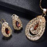 Insieme vermiglio superiore di cristallo di vetro di lusso dei monili dei branelli del cristallo bello