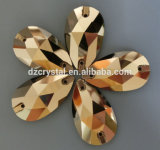 Di cristallo di colore della gocciolina di acqua ab cuce sui branelli (3065)