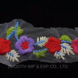 Merletto del ricamo della maglia del fiore colorato modo per il tessuto dei vestiti delle signore