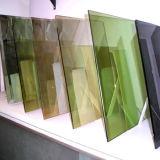 공간 또는 매우 명확하거나 청동색 또는 녹색 또는 파랑 또는 회색 백색 플로트 유리