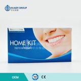 Schönes Lächeln-komplette Zähne, die zu Hause den weiß werdenen Installationssatz weiß werden