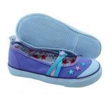 Zapatos de lona populares del niño con la planta del pie vulcanizada