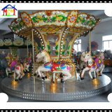 Joyeux disparaissent le rond pour le carrousel de cheval d'amusement de famille