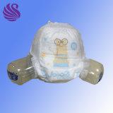 使い捨て可能なおむつのズボンの柔らかい通気性のおむつの赤ん坊によっては工場が喘ぐ