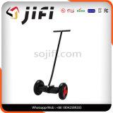 3つのハンドルが付いている2つの車輪の電気スクーター