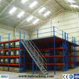 Sistema industrial de empilhamento de paletes para armazenamento