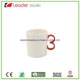 Taza de cerveza de cerámica blanca sin la maneta