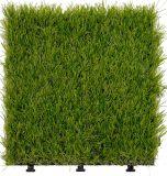 Pavimento di collegamento del giardino dell'erba artificiale con la base del PE