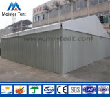 Tienda grande del acontecimiento con las paredes de emparedado