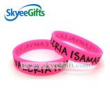 I prodotti promozionali personalizzano il braccialetto di modo del silicone