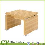 Un design moderne les jambes de table en métal carré en bois Table de conférence