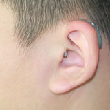 Das Mini Digital-Hörgerät öffnen passende Hörgeräte mit Wippenschalter