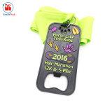 De platerende Zwarte Halve Medaille van de Flesopener van de Marathon