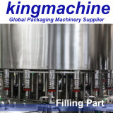 Machineによって王びん詰めにされる水の満ちる生産ライン