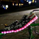 Schoenen van het Skateboard van de nieuwe LEIDENE van de Manier de Lichte Schoenen van Schoenen Toevallige