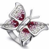 水晶が付いているカスタム蝶宝石類のリング