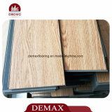 Disposizione allentata di legno delle mattonelle di pavimento del PVC di uso del centro commerciale di struttura