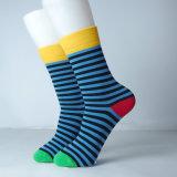 Дело более дешевого более молодого счастливого носка симпатичное с носками нестандартной конструкции