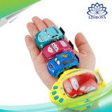 Gravità del fumetto dei bambini che percepisce l'automobile della vigilanza di telecomando