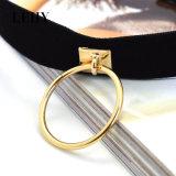 De hete de o-ring-Tegenhanger van het zwart-Fluweel van de Juwelen van de Halsband van de Douane Vrouwen van het Ontwerp van de Nauwsluitende halsketting