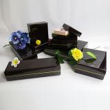 Conjunto de joyas de embalaje caja de madera con tapa negro brillante