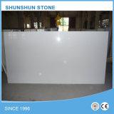 Barato preço pedra artificial Calacatta Branco laje de mármore de quartzo para bancada / Vaidade / Banho personalizável