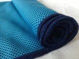 Microfiber imprimió la toalla de enfriamiento inmediata de los deportes de la insignia con la botella del animal doméstico