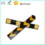 黄色い反射鏡が付いているゴム製壁の保護装置